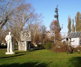 Moscow Tours: Sculpture garden adjacent to New Tretyakov Gallery